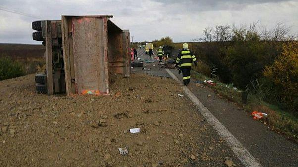 Slovakya'da 'ölüme giden yolda' kamyonla otobüs çarpıştı: En az 13 ölü