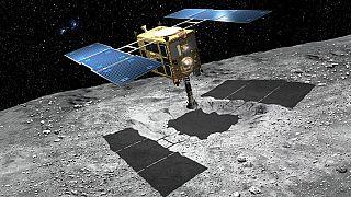 Japon uzay aracı asteroitten Dünya'ya ilk örnekleri getirmek üzere yola çıktı