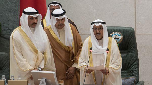 رئيس الوزراء الكويتي يتقدم باستقالة حكومته إلى أمير البلاد
