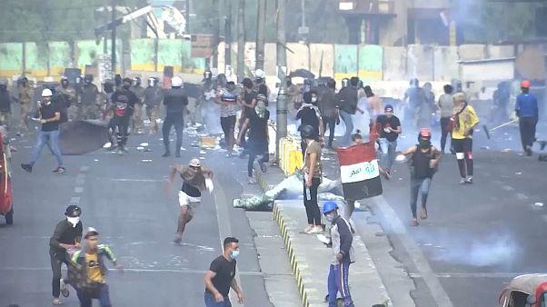 Irak'ta göstericiler geri adım atmıyor: Ölü sayısı artmaya devam ediyor