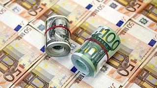 شکاف ۳۵۰ تومانی دلار آزاد و رسمی؛ یورو از ۱۳ هزارتومان گذشت