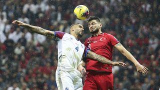 A Milli Futbol Takımı, 2020 Avrupa Şampiyonası (EURO 2020) Elemeleri maçında İzlanda ile karşılaştı. Milli oyuncu Okay Yokuşlu hava topuna çıktı.