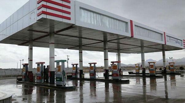 آغاز سهمیهبندی و افزایش قیمت بنزین در ایران