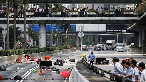 در درگیری مخالفان و موافقان حکومت محلی هنگ کنگ یک نفر کشته شد