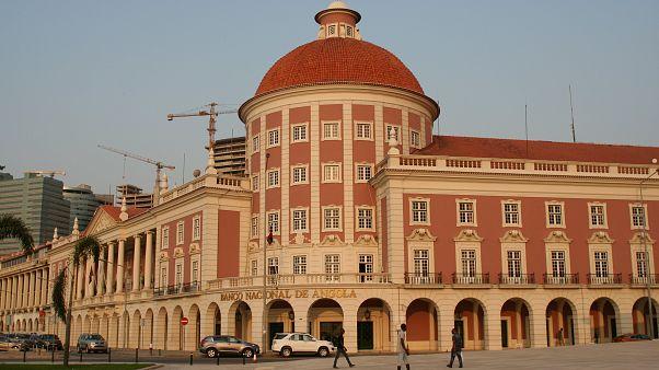 Bancos angolanos facilitam a obtenção de divisas estrangeiras