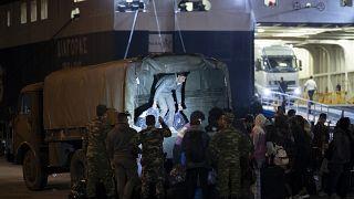 Νέες αφίξεις προσφύγων από τα νησιά στον Πειραιά