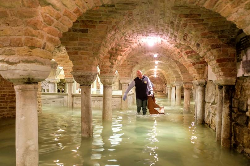 Locals rush to protect art as high tides surge again through Venice