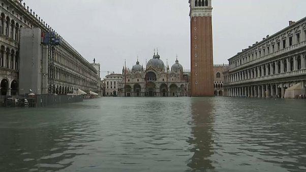Высокая вода: в Венеции закрыли площадь Святого Марка