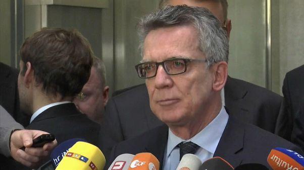 Comissário de investigação compromete ministro alemão do Interior