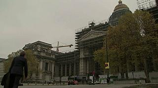 محكمة بلجيكية تتعاطى مع 3 مذكرات اعتقال إسبانية بحق قادة كتالونيين كقضية واحدة
