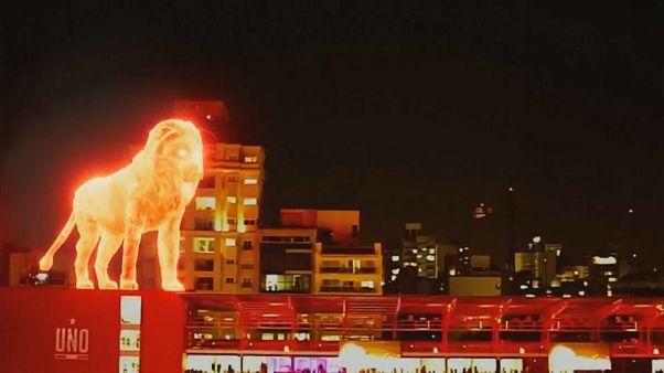 """Ein Löwe aus Licht, ein Schwein mit Nagellack und """"Spiderman"""" in Paris"""