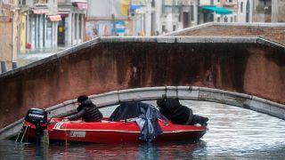 Venecia cierra la Plaza de San Marcos tras una nueva inundación