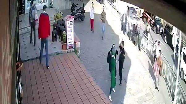 Karaköy'de başörtülü kadına yumruk atan zanlı gözaltına alındı