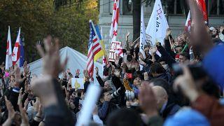 هزاران گرجستانی با تظاهرات در تفلیس خواستار استعفای دولت شدند