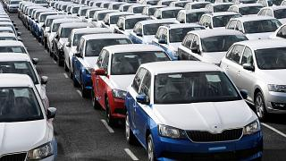 Emden limanında ihraç edilmeyi bekleyen Volkswagen araçları