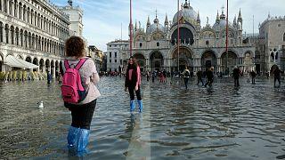 Υποχώρησαν οι πλημμύρες στη Βενετία