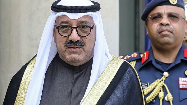 وزير الدفاع الكويتي يكشف سبب استقالة الحكومة ويتحدث عن الاستيلاء على مئات الملايين من الدولارات