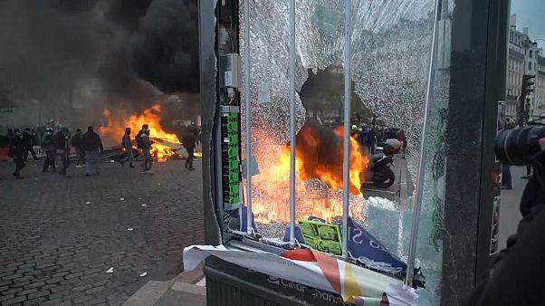 پاریس؛ خشونت و تخریب و درگیری در سالگرد تشکیل جنبش جلیقهزردها