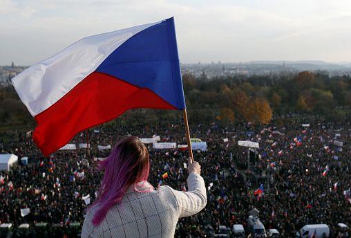 Óriási kormányellenes tüntetés Prágában