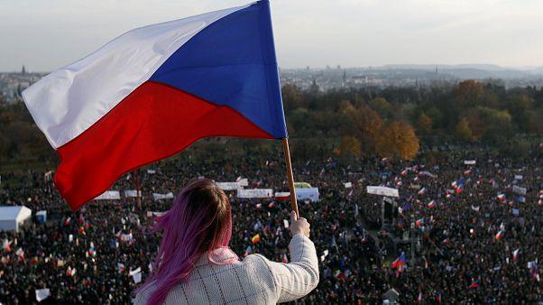 Πράγα: Mαζική αντικυβερνητική κινητοποίηση