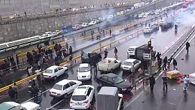 Masivas protestas en Irán contra la subida del precio de la gasolina