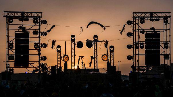 """تونس: إنطلاق مهرجان """"الكثبان الالكترونية"""" الموسيقي وسط ديكور مستوحى من """"حرب النجوم"""""""