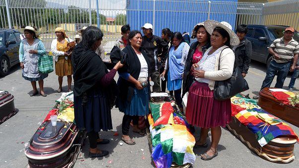 Eine Familie trauert um ein bei den Protesten getötetes Mitglied.
