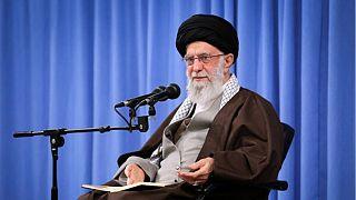 رهبر ایران با حمایت از افزایش بهای بنزین: تخریب و آتش زدن کار اشرار است