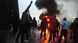 سومین روز اعتراضات به افزایش بهای بنزین؛ در ایران چه میگذرد؟