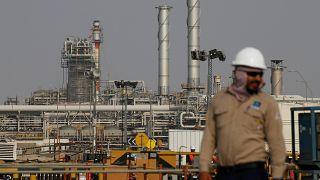 الملك السعودي يقول إن طرح أرامكو للاكتتاب سيجلب استثمارات ويخلق آلاف الوظائف