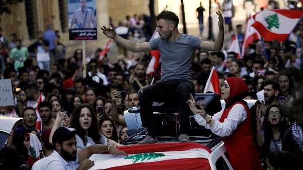 لا بوادر لحل سياسي قريب في لبنان بعد شهر على بدء الاحتجاجات