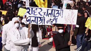 شاهد: طلاب يؤدون قسما بيئيا بعد ارتفاع نسبة تلوث الهواء بالهند