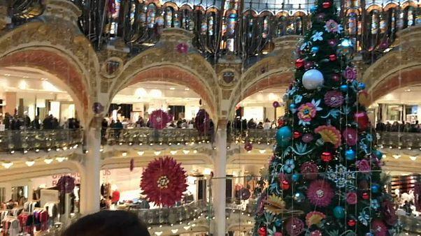 """Les Galeries Lafayette occupées par des """"gilets jaunes"""" à Paris"""