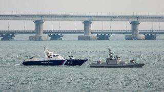 Rusya Kerç Boğazı'nda el koyduğu gemileri Ukrayna'ya teslim etti