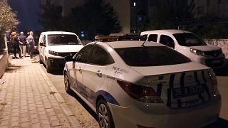 İzmir'de cezaevinden izinli çıkan kişi sevgilisi olduğu iddia edilen kadını öldürüp intihar etti