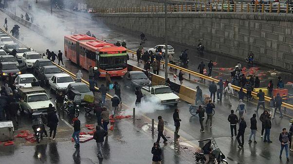 دولت گرفتار دور باطل ۴۰ ساله؛ چرا بنزین در ایران ۶۰۰ برابر بازار جهانی گران شد؟
