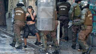 بعد أربعة أسابيع من الاحتجاجات .. رئيس تشيلي يدين عنف الشرطة في التعامل مع المتظاهرين