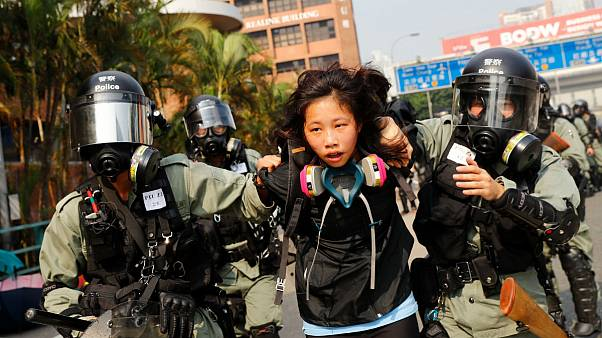 پلیس هنگ کنگ دانشگاه پلیتکنیک را محاصره کرد