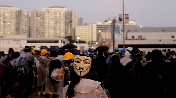 المحكمة العليا في هونغ كونغ تقضي بعدم دستورية قرار منع المتظاهرين من ارتداء أقنعة