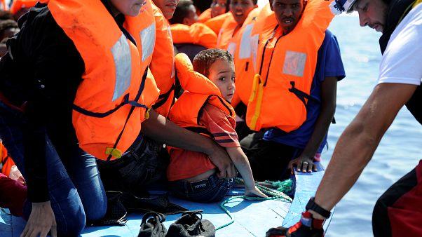 Migranti salvati dalla SOS Mediterranee e Medici Senza Frontiere al largo della Libia lo scorso 10 agosto - REUTERS/Guglielmo Mangiapane