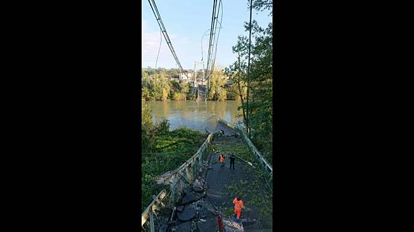 Un muerto y varios desaparecidos tras derrumbarse un puente en Francia