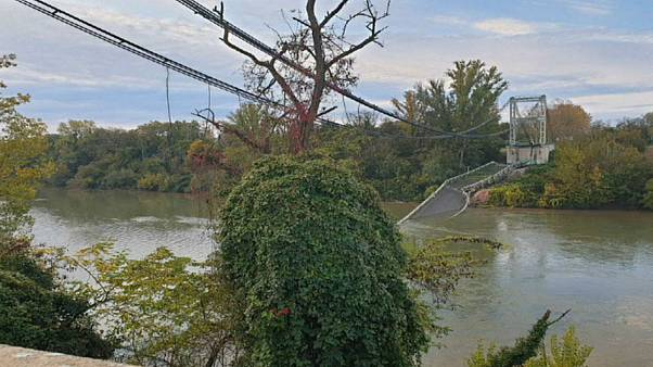 """وفاة فتاة جراء انهيار جسر على نهر """"تارن"""" في فرنسا"""
