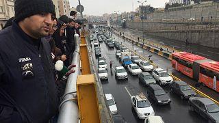 El régimen iraní apacigua las protestas por el incremento de la gasolina