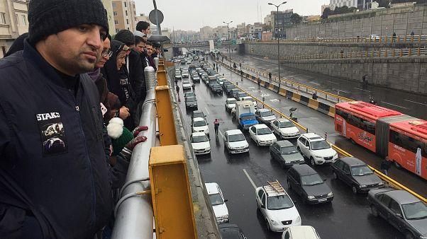 Hatástalanok voltak a tüntetések, megemelik az üzemanyagárat Iránban