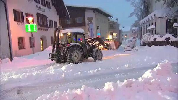 Hó bénította meg Ausztria több városát