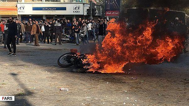 اعتراضات ایران؛ گزارههای واقعی و افسانهای درباره جنبشهای بدون خشونت
