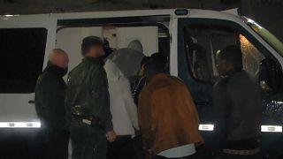 Una furgoneta kamikaze revienta la frontera de Ceuta con 52 migrantes a bordo