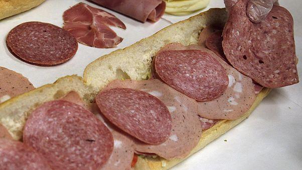 Almanya'da 25 cana mal olan listeria skandalı büyüyor: 26 ülkeye satılan etler geri çağrıldı