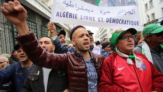 النيابة الجزائرية تطالب بسجن 20 متظاهرا لمدة سنتين