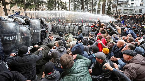 Georgia: Police clash with protesters in front of Parliament